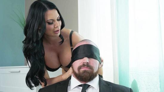 Милфа изменяет мужу с любовником