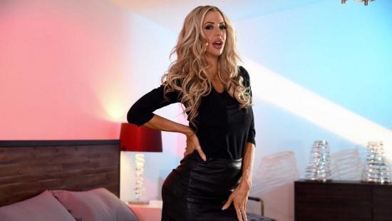 Охуетительный секс с охуенной милфой блондинкой