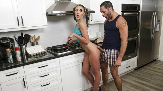 Брат придурок по принуждению трахнул сводную сестру на кухне